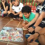 aprendiendo proposiciones de lugar jugando