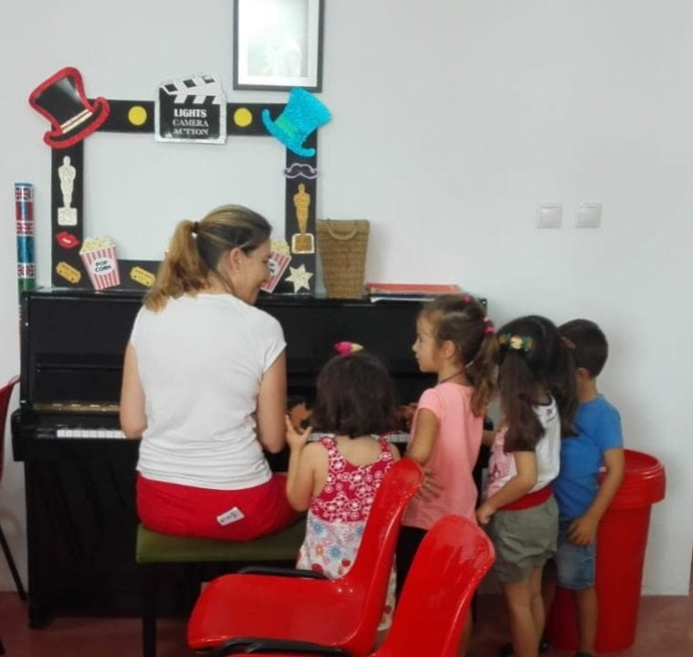 singing English songs accompanied by the piano
